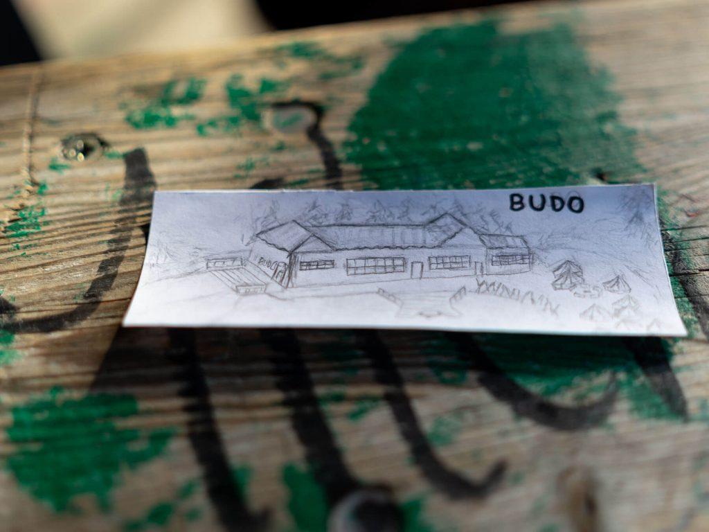 Budo das bunte dorf zeichnung projektwochen projekttage schulprojektwochen schullandwochen freiraum vinzenz mueller